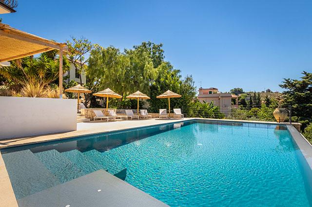 piscina a sfioro con acqua salata dream house noto